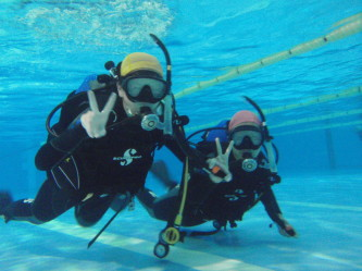 早速、中性浮力で泳いでいます!