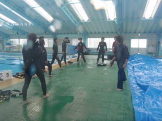 ダイビング授業スタート!まずは準備運動!
