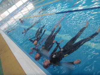 様々な態勢、ケースを想定しての浮き身サバイバル練習!