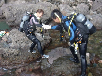 ご夫婦ダイバー目指して山陰ジオパークで海洋実習!