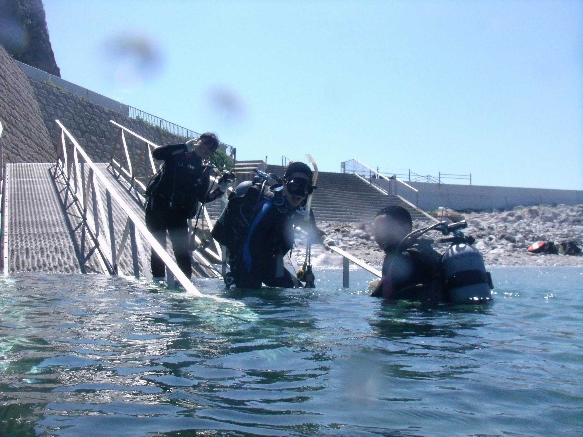 ダイビングライセンス取得コースの海洋実習を白崎海洋公園で実施しました