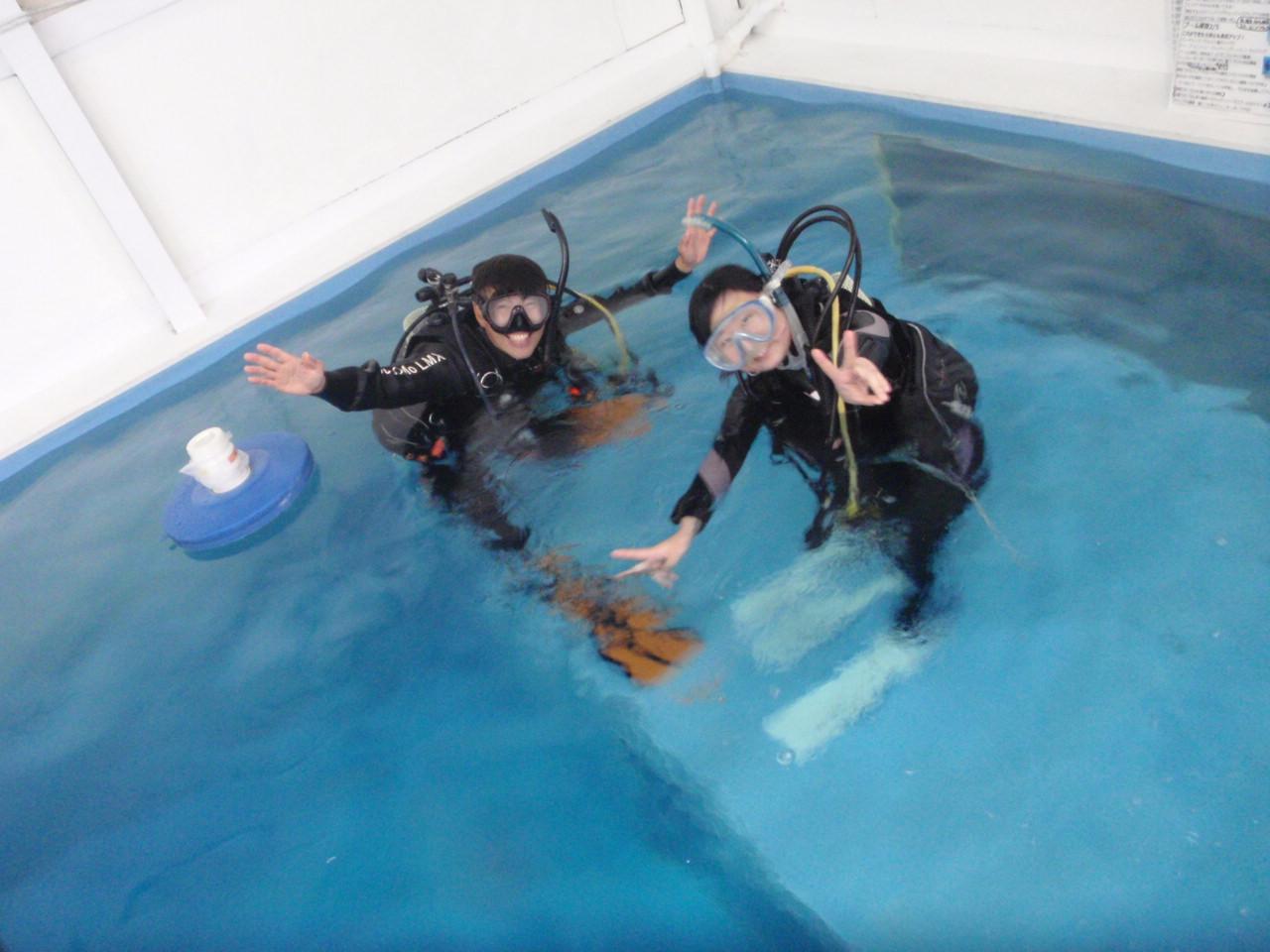 店内プールで、楽々×快適×高品質なダイビング練習ができます