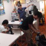 ライセンス取得コース(2F)と何やら楽しげなナイトダイビングの1F店舗、そして特別室の広島プロダイバーマーシャル!