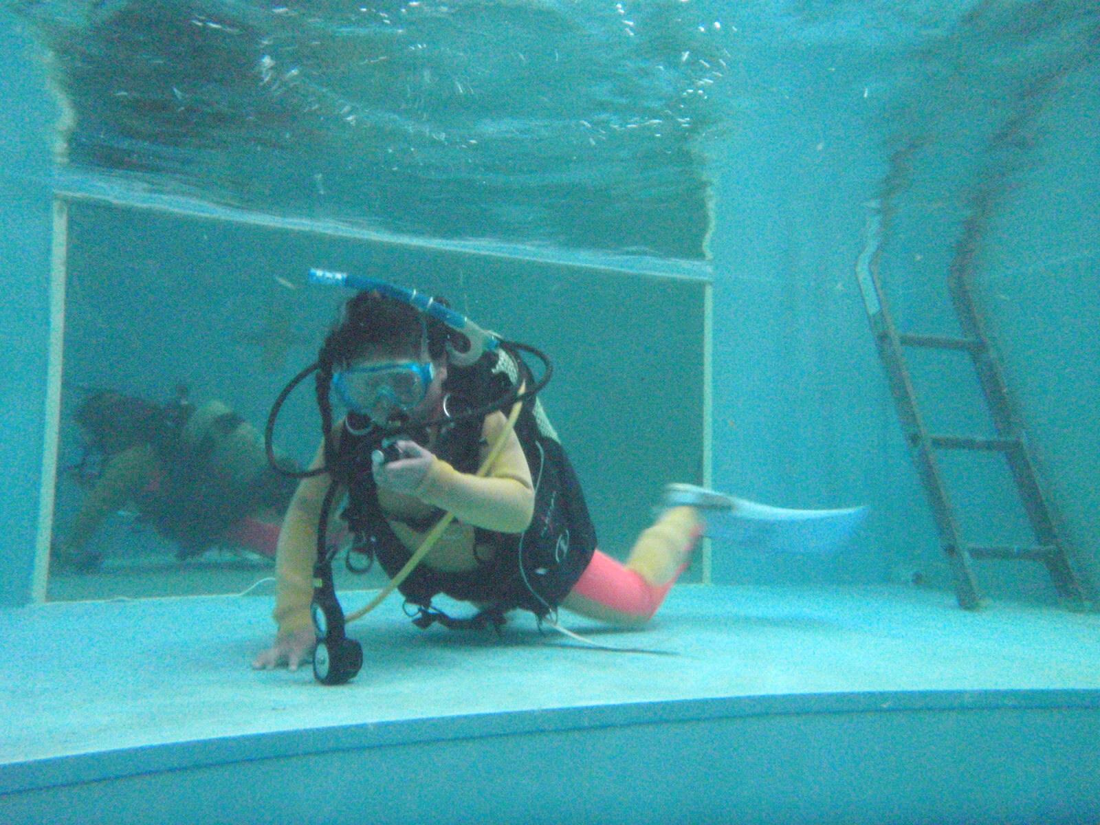 ココモのプールだと8歳からできるスキューバダイビング!TAROの8歳は…カブスカウトで野山を駆け回ってたくらいかな…!(^^)!
