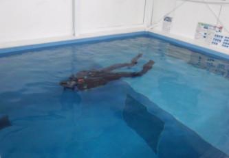 自主練習★プールでホバーリングなう!