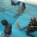 毎日プールで実施が練習できるCoCoMoのダイブマスターコース!
