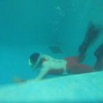 プールで息をこらえる理由!